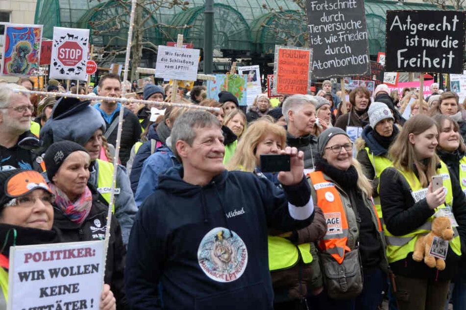 Tierschützer fordern bei Demo Schließung aller LPT-Labore
