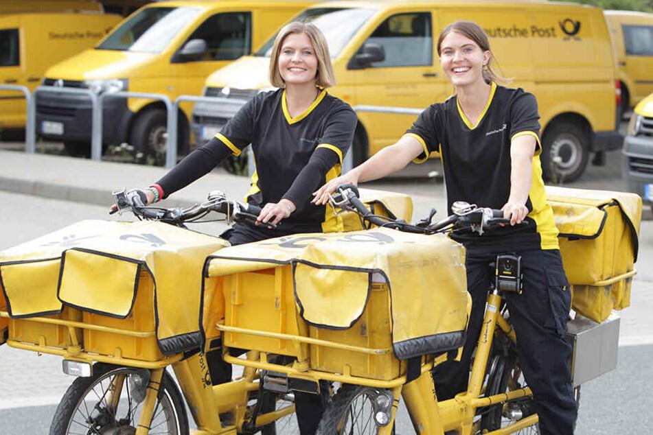 Die Zwillinge haben beide in gut bezahlten Jobs gearbeitet. Erfüllung finden sie aber als Briefträgerinnen bei der Post.
