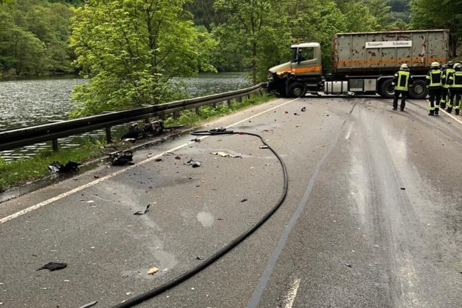 Tödlicher Unfall zwischen Motorradfahrer und Laster