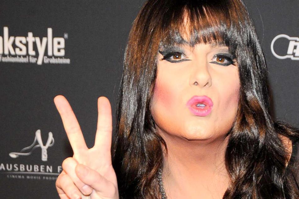 Unmoralisches Angebot: Für 20.000 Euro könnt Ihr mit Nina Queer machen, was Ihr wollt!
