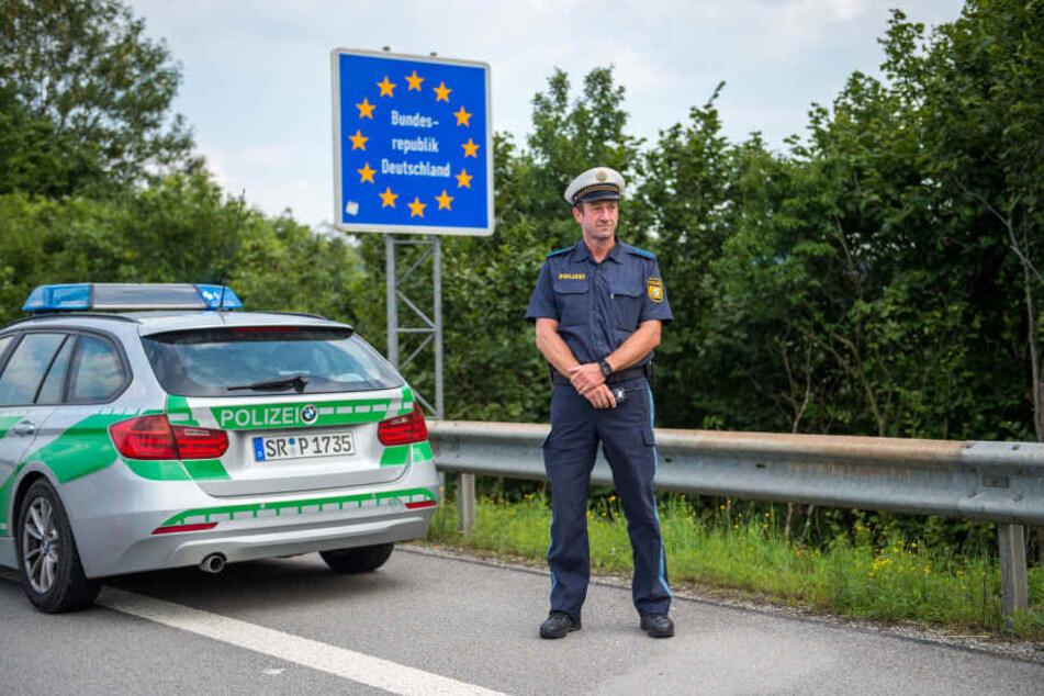 Die bayerische Grenzpolizei ist noch nicht im Kampf gegen illegale Einreisen. (Archivbild)
