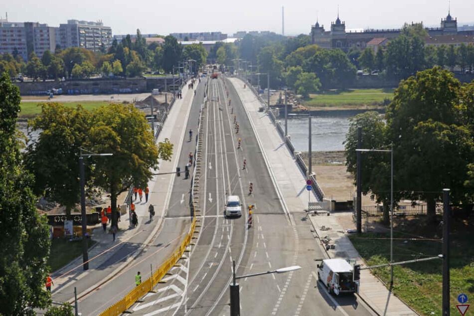 Am Montag rollt der Verkehr wieder auf der Dresdner Albertbrücke