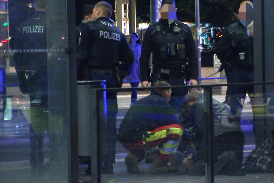 Gegen 21.50 Uhr wurden die Polizisten alarmiert: Am Leipziger Hauptbahnhof lag ein verletzter Mann am Boden.