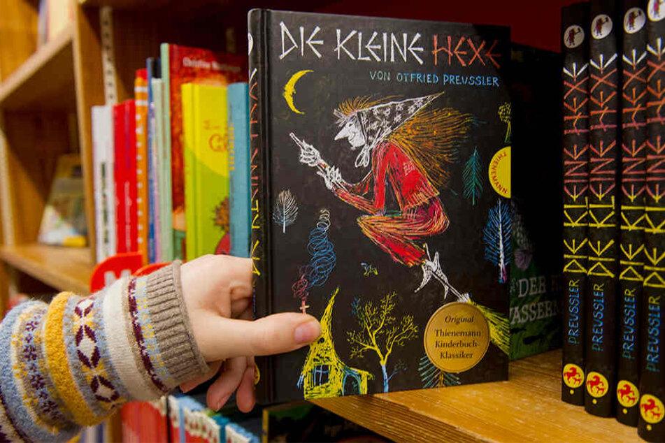 Neben der Kinder- und Jugendbuchabteilung stehen die Manga-Regale. (Symbolbild)