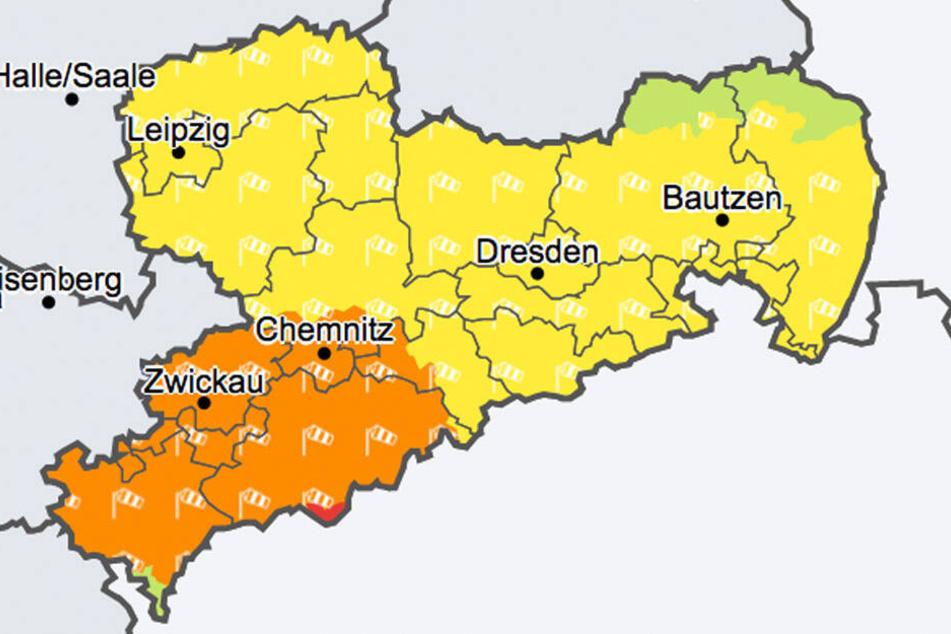 In weiten Teilen Sachsens warnt der Deutsche Wetterdienst vor Sturm- und Orkanböen.