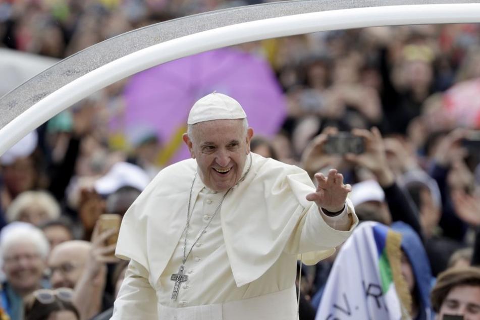 Der Papst will den katholischen Kirchenstreit lösen.