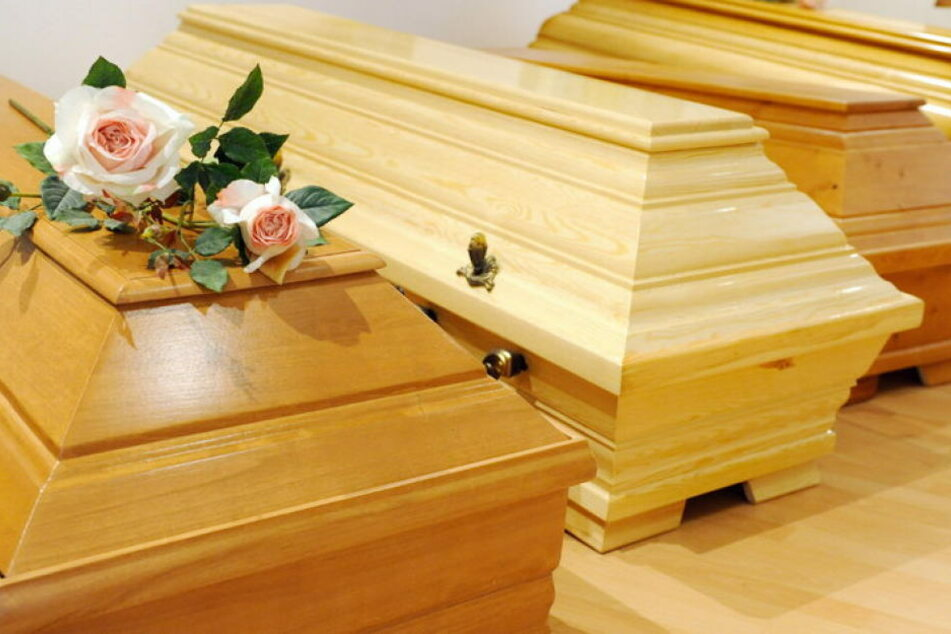 Der Schock für die Angehörigen war groß: Statt eines 90-Jährigen lag ein 86-jähriger Mann unter der Deckel.