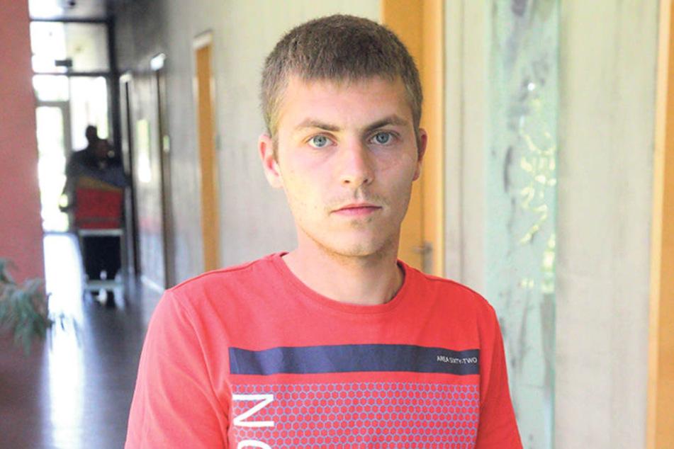 Marcel K. (24) trägt heute noch einen rechts Knieschoner wegen des Vorfalls  in Moritzburg.
