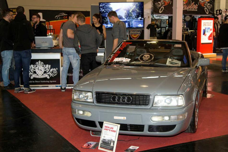 Dieses aufgemotzte Audi 80 Cabrio wurde auf der Automesse verlost, brachte  7500 Euro ein.