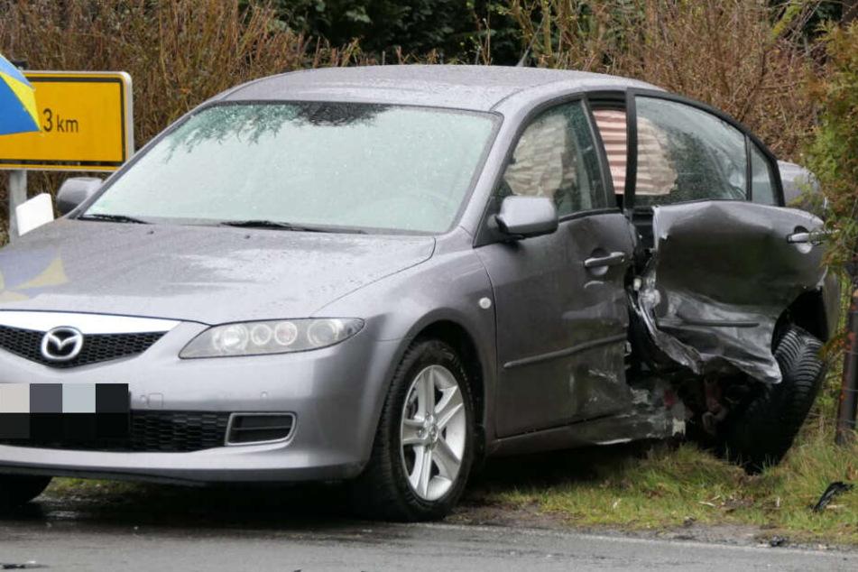 Auch an dem Mazda entstand erheblicher Schaden.
