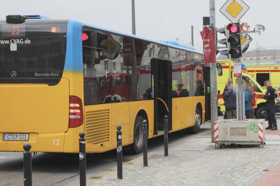Vollbremsung in Chemnitz: Busfahrerin verhindert Crash, trotzdem gab es Verletzte