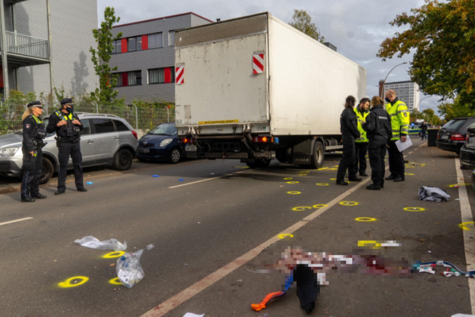 Schwerer Unfall: Fußgänger von Lkw erfasst, Lebensgefahr!