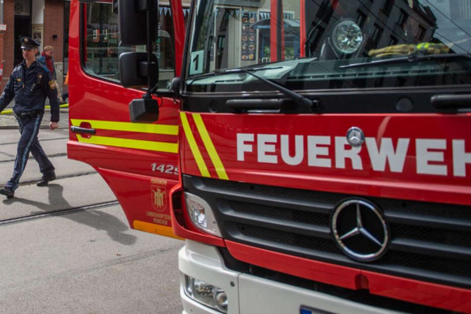 Feuerwehr und Polizei befinden sich in München in einem Großeinsatz. (Archivbild)