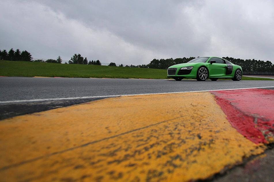Ein Rentner landete aus Versehen mit seinem Auto auf dem Sachsenring.(Symbolbild)