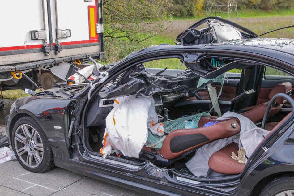 Heftiger Unfall sorgt für Stau-Chaos auf der A5: 69-Jährige kämpft um ihr Leben