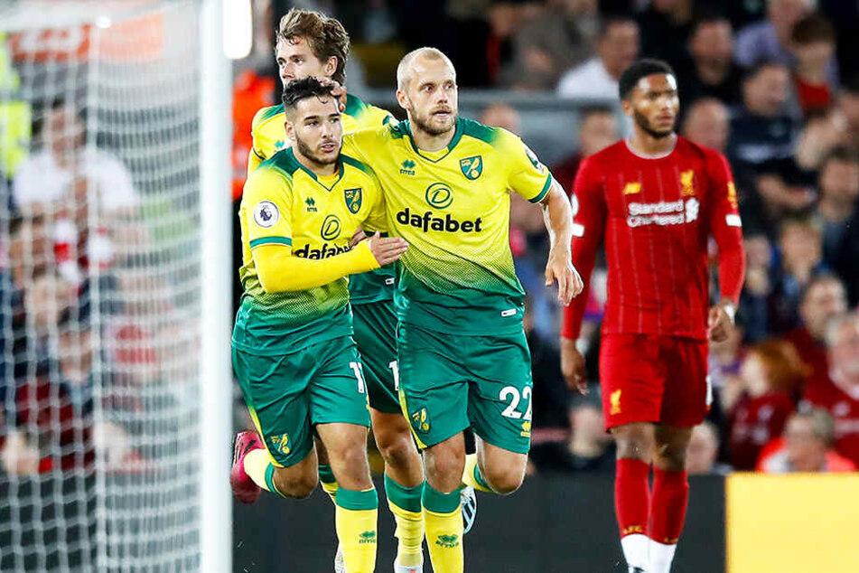 Teemu Pukki freut sich über seinen 1:4-Ehrentreffer für Norwich City beim FC Liverpool.