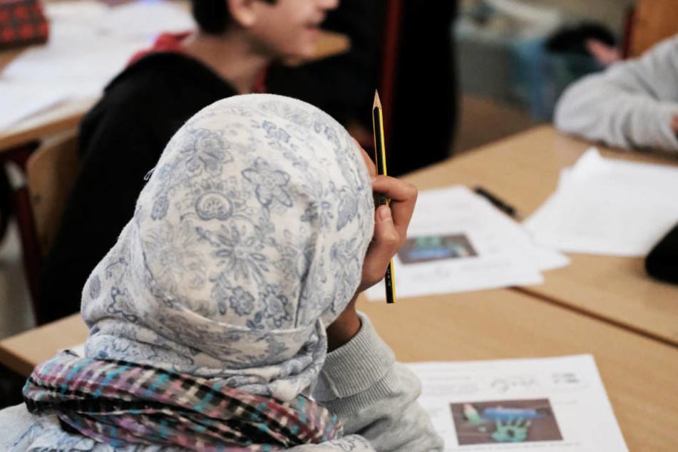 Lehrerverband beklagt, dass durch religiöse Belange einzelner Schüler alle eingeschränkt werden würden.