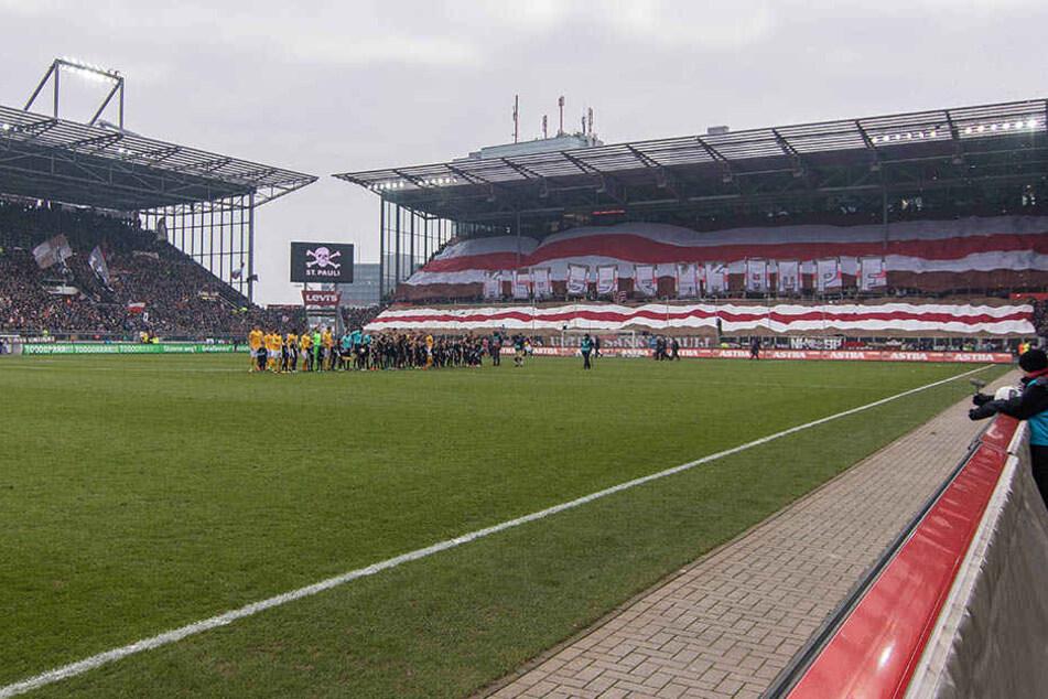 Dynamo lief zuletzt im Februar im Hamburger Millerntor auf, verlor damals mit 0:2.