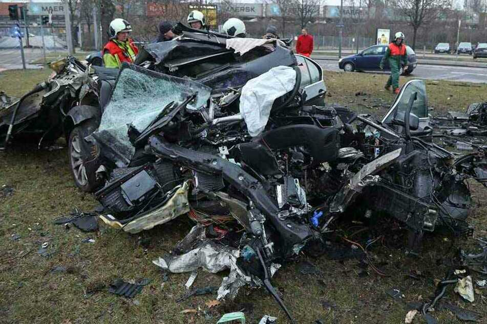 Der BMW war gestohlen und wurde von dem Dieb zu Schrott gefahren.