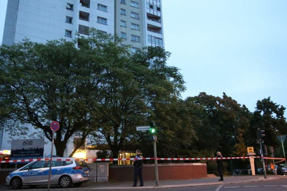 Ein Mann wurde am Freitagmorgen in Neukölln durch Schüsse verletzt.