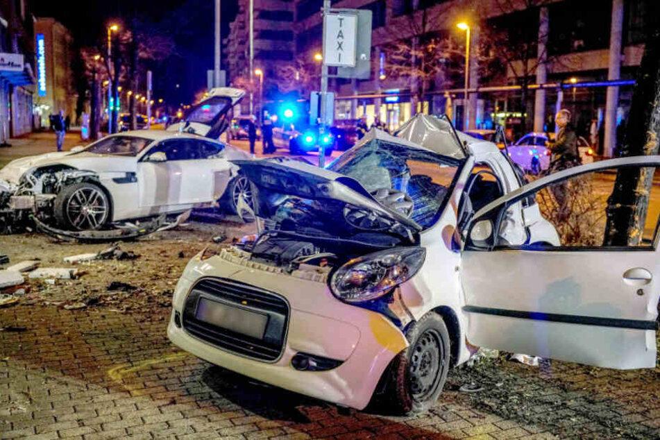 Tödlicher Horror-Crash mit Jaguar: Bei den Eltern der Opfer fließen Tränen