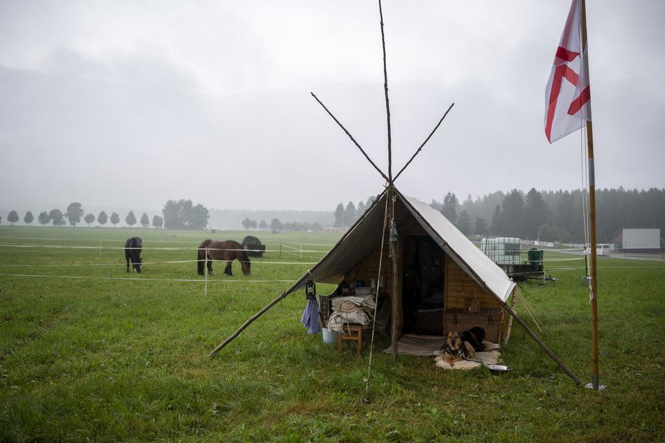 Halb Zelt, halb Hütte: Aktuell stehen in Geyer sogenannte Frühsiedlerhäuser, in denen die ersten Bewohner des Wilden Westens gehaust haben.