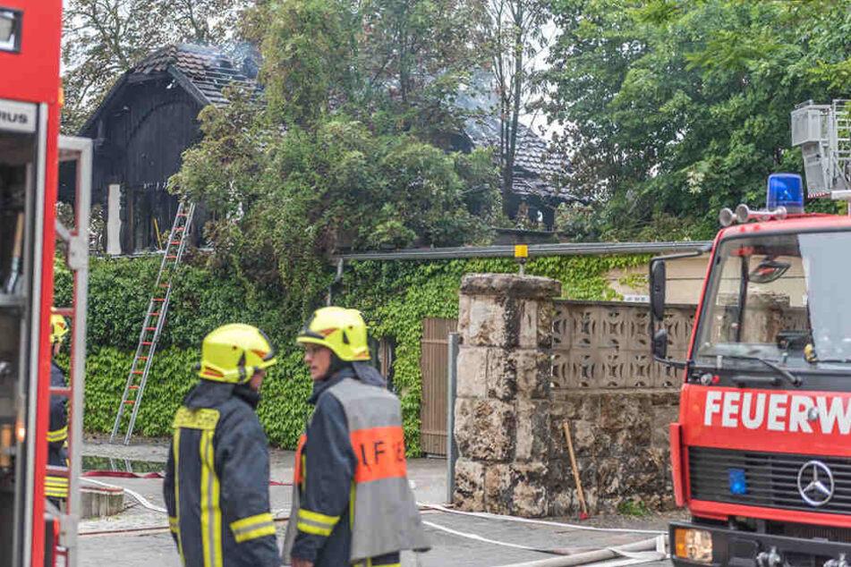 Der Zugang zum Gebäude stellte die Feuerwehr vor Probleme.