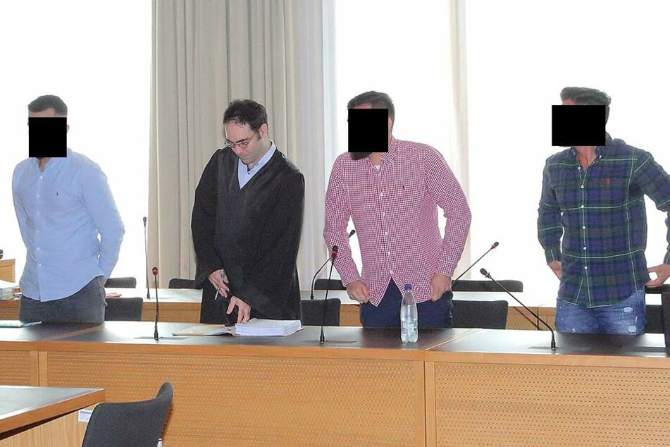 Die Bande soll auch in einem Büro an der Alaunstraße Drogen und sogar eine Kalaschnikow gelagert haben.