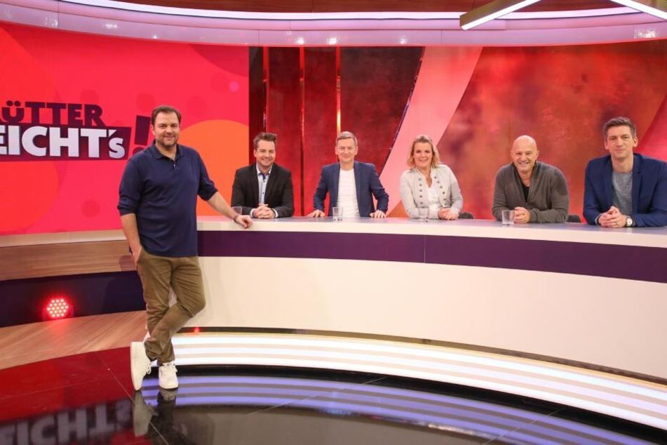 Martin Rütter (l.) und seine prominenten Gäste (v.l.) Dr. Alexander Stevens, Michael Kessler, Mirja Boes, Detlef Steves und Steffen Hallaschka