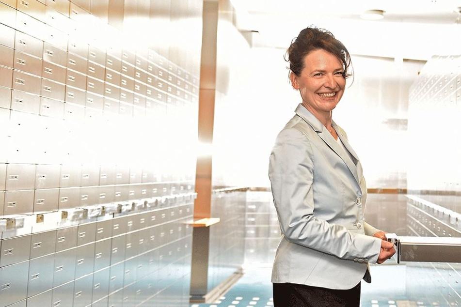 Das ist die größte Schließfachanlage Sachsens: Hier verstecken die Kunden ihre Schätze bei der zuständigen Chefin Angela Schnall (48).