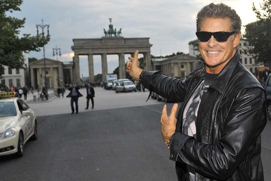 David Hasselhoff bei einem seiner Berlinbesuche vor dem Brandenburger Tor.