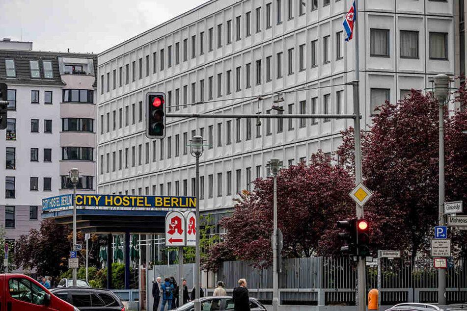 Das Botschaftsgebäude wurde zu DDR-Zeiten erbaut.