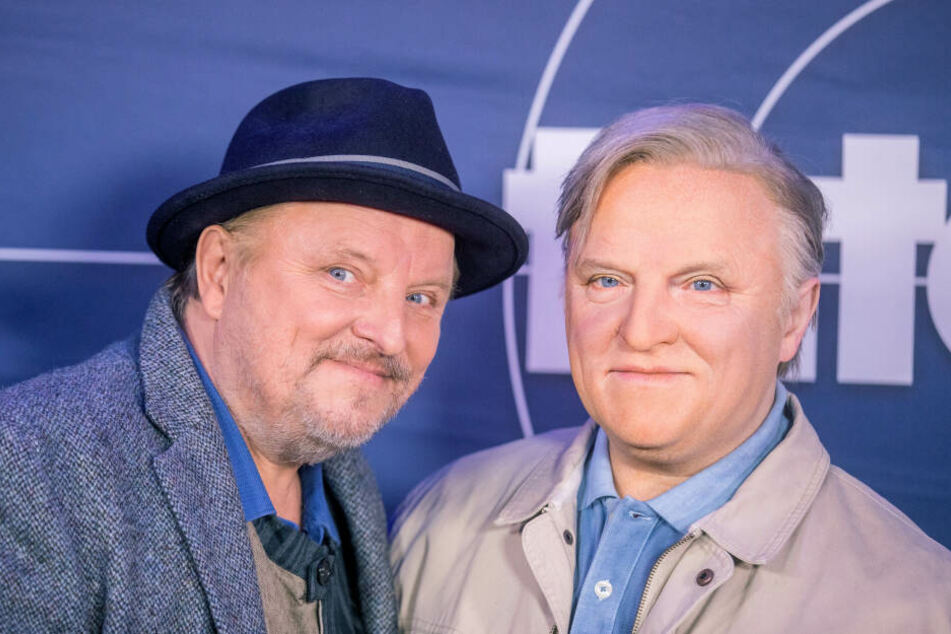 Die Figur (r) wird ab dem 26. Oktober bei Madame Tussauds in Berlin zu sehen sein.