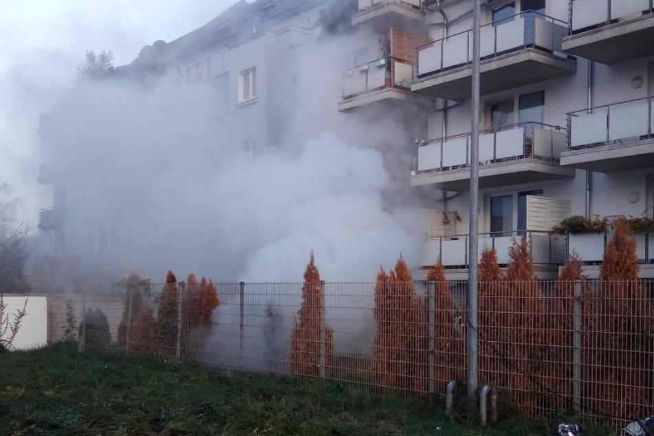 Durch ein Feuer in der Tiefgarage kam es zu einer starken Rauchentwicklung.
