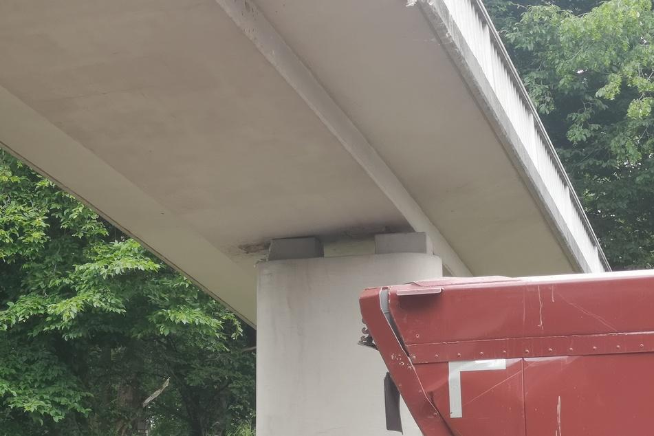 Das Fundament der Brücke sitzt nicht mehr an Ort und Stelle.