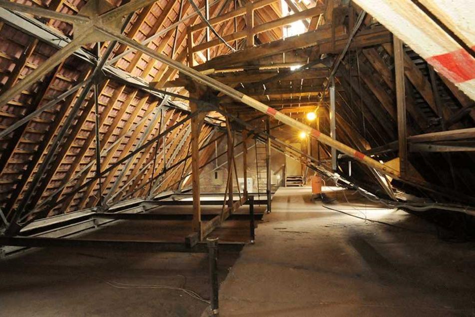 So sah der Dachboden vor der Sanierung aus.