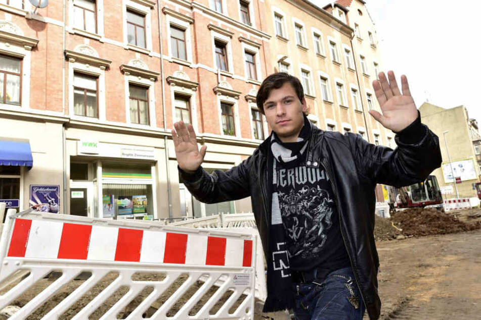 Mit dieser Handbewegung hielt Patrick Parsche (19) den Kellereinbrecher in der Nacht auf.