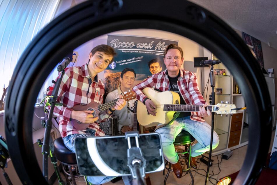 Live-Auftritte gibt's nur im Netz: Die Hutzen-Musiker hängen im Studio fest