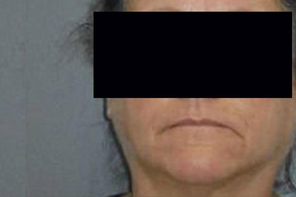 Die Pflegerin soll ihre 92-jährigen Patientin todgebissen haben. Setdem sitzt die Frau hinter Gittern.