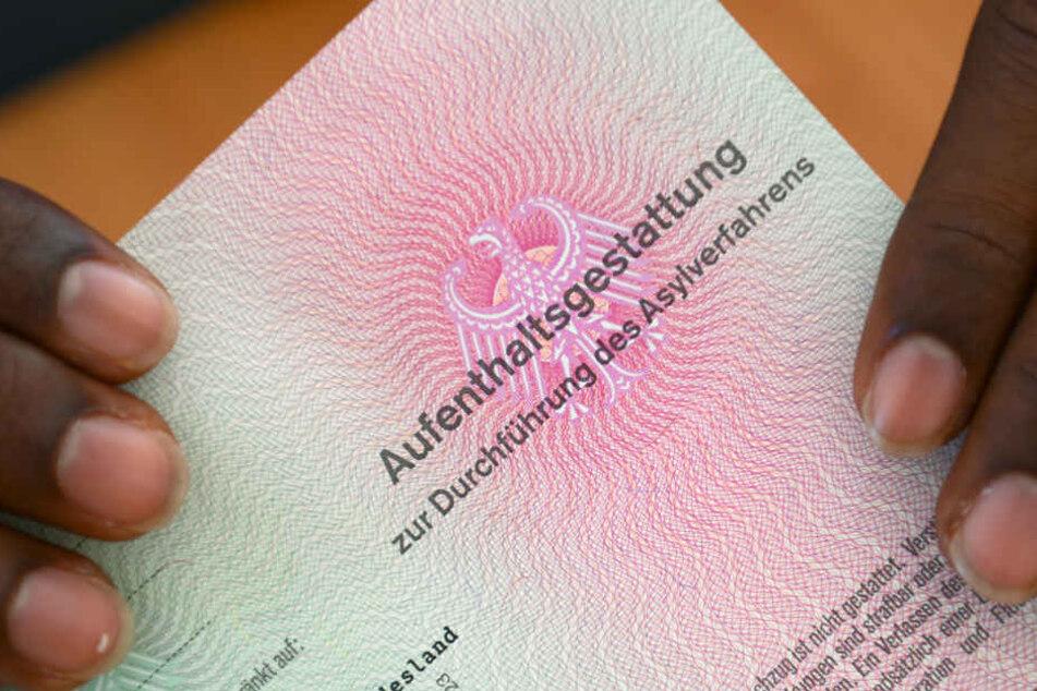 Auch trotz anerkanntem Asylantrag müssen die Bürgen weiter zahlen. (Symbolbild)