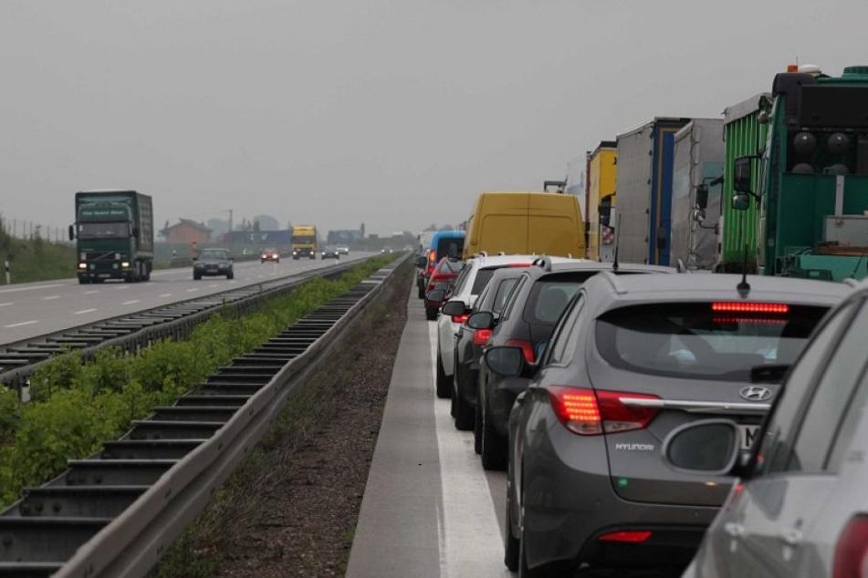 Wer am Freitag auf der A4 bei Wiehl unterwegs ist, braucht ganz starke Nerven. Die Strecke wird noch lange dicht sein. (Symbolbild)