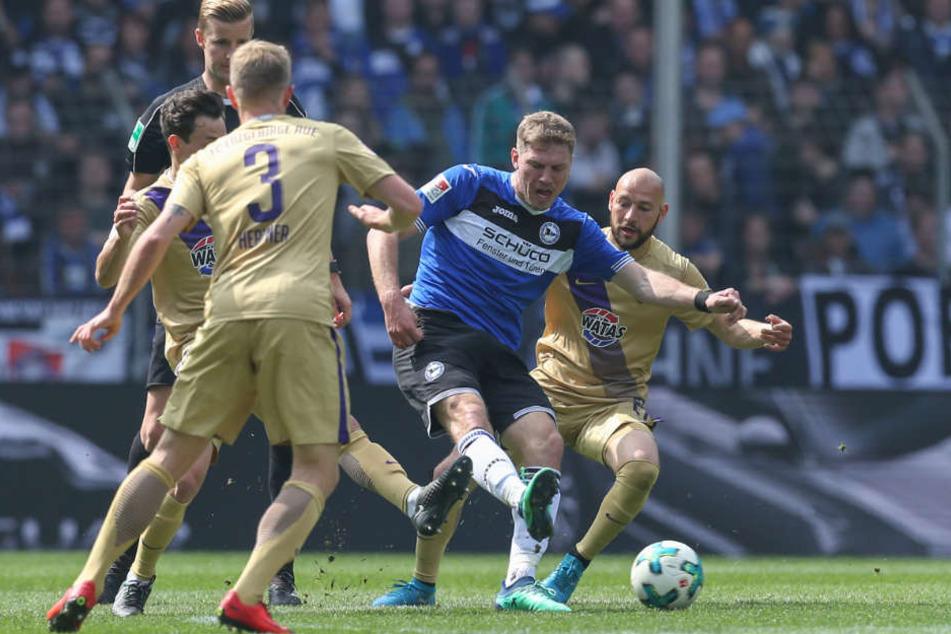 Fabian Klos war bei seinem 111. Treffer für Arminia Bielefeld nicht zu halten.