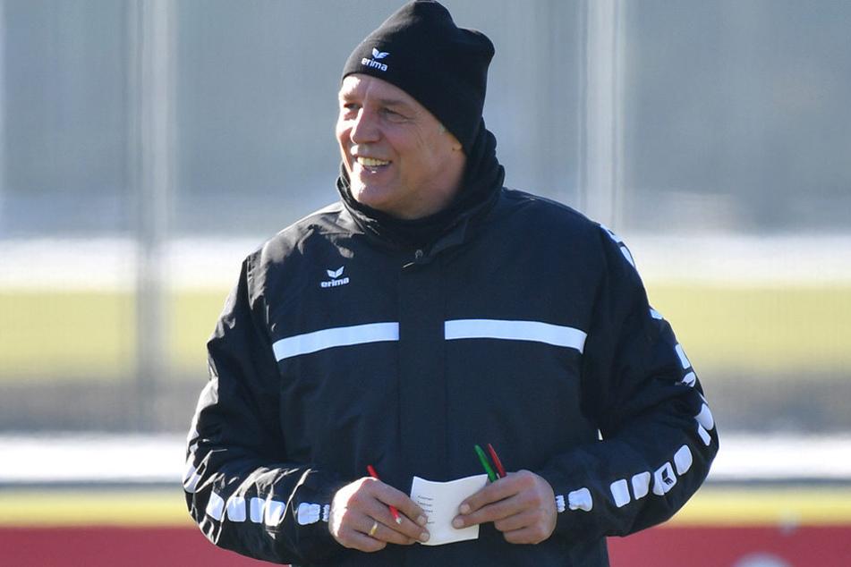 Dynamos Cheftrainer Uwe Neuhaus dürfte froh sein, dass er mit Marco Hartmann und Florian Ballas wieder zwei Stammkräfte auf dem Zettel hat.