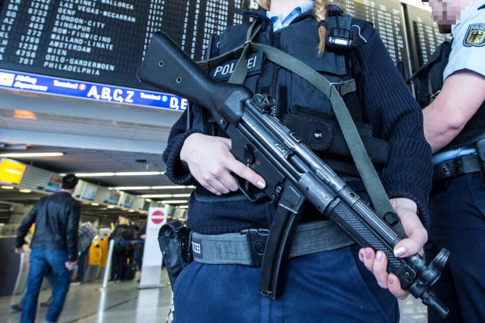 Die Bundespolizei am Flughafen Frankfurt muss sich auf viele Situationen einstellen (Symbolbild).