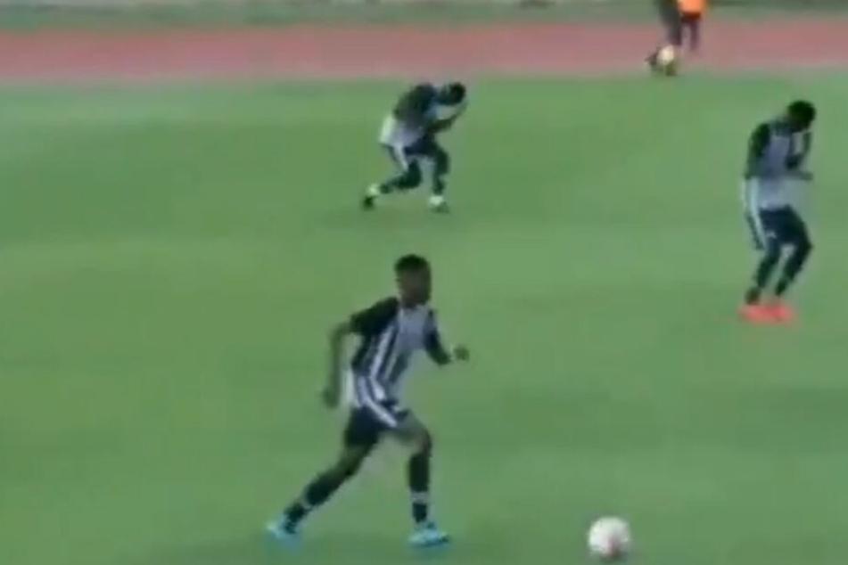 Unfassbares Video: Fußballer mitten im Spiel vom Blitz getroffen