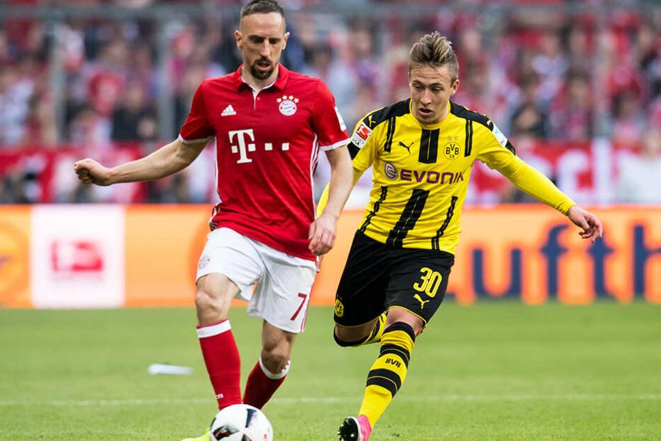 Felix Passlacks Profikarriere startete vielversprechend. Schon früh spielte er für Borussia Dortmunds Bundesliga-Team, hier versucht er, Bayern-Star Franck Ribery den Ball abzujagen.