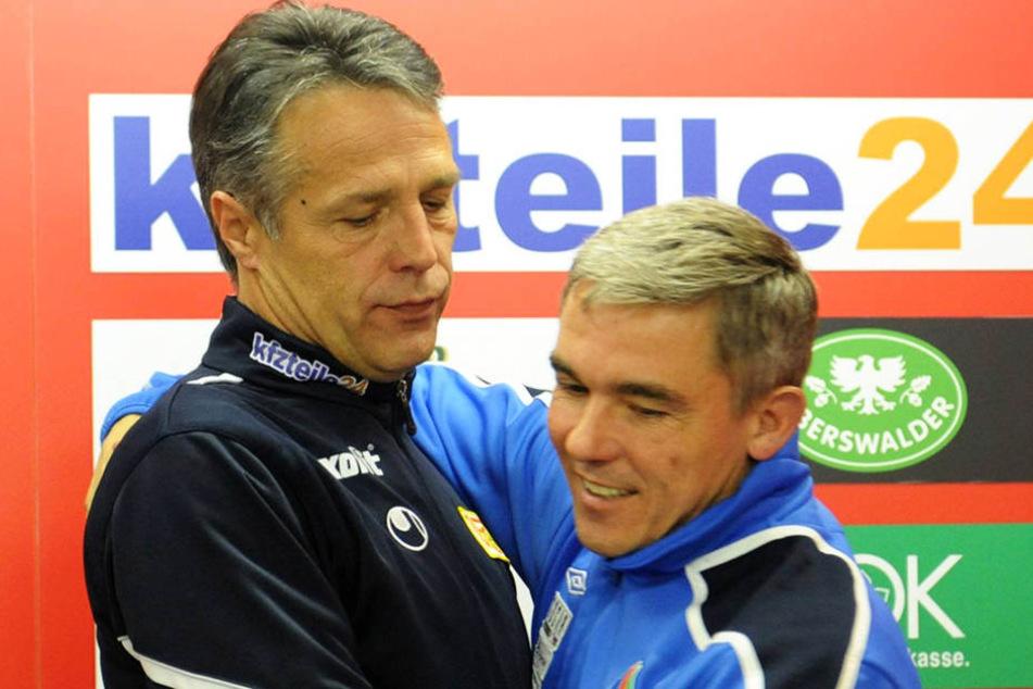 Uwe Neuhaus (l.) und Olaf Janßen sind seit ihrer gemeinsamen Zeit bei Rot-Weiß Essen Kumpels.