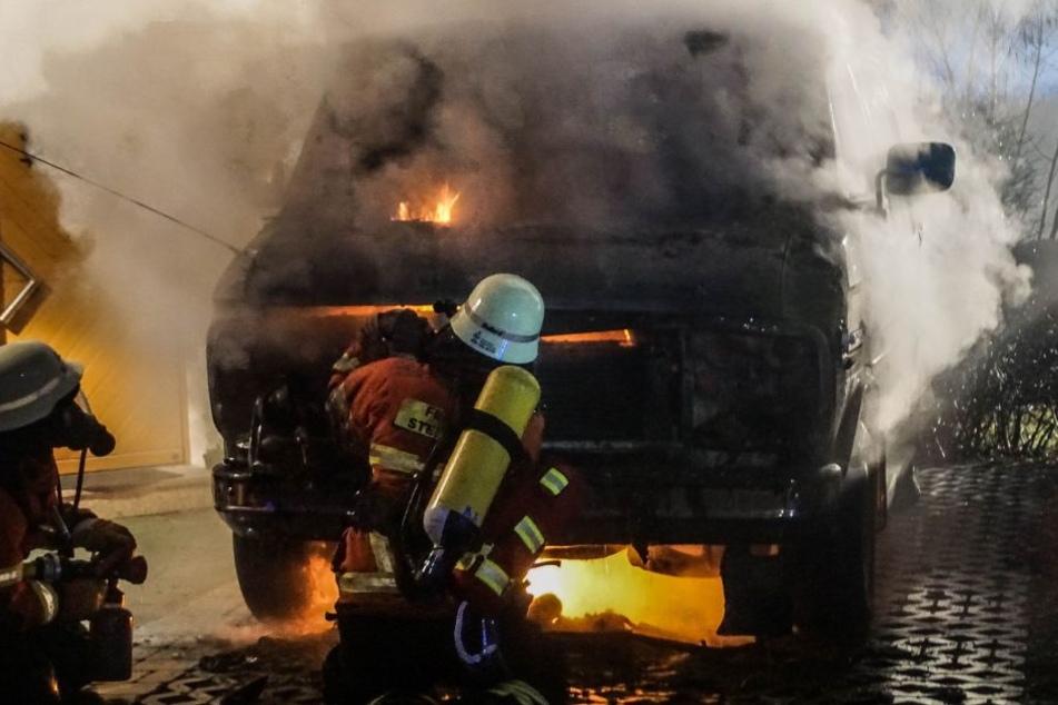 Zum Glück konnten die Feuerwehrmänner rechtzeitig bei allen brennenden Autos sein, um sie zu löschen.