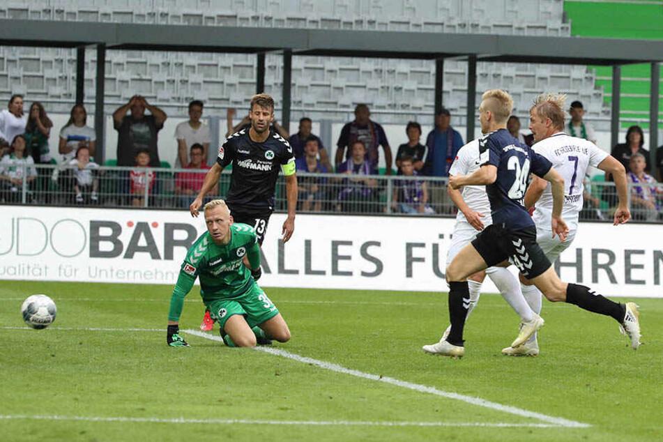 Jan Hochscheidt (r.) trifft zum 2:0.