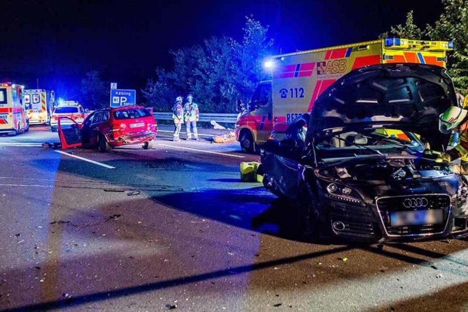 Der Schauplatz auf der A81: Hier wurden am Montagabend mehrere Menschen schwer verletzt, eine Frau schwebt in Lebensgefahr.